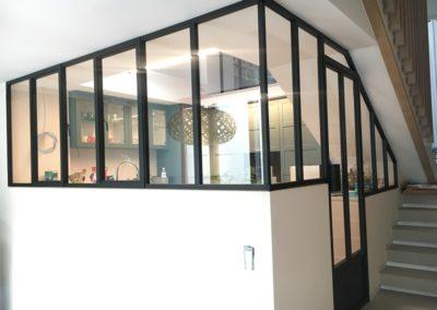 """Châssis décoratifs """"atelier d'artiste"""" dans une cuisine"""